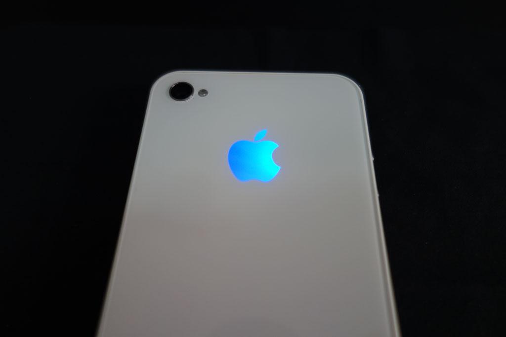 iPhone: Appleロゴを青色に変えてみました。